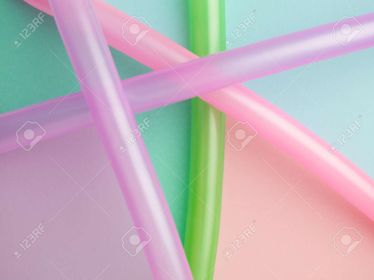 Composicion Abstracta Colorido De Globos Largos En Formas De Papel - Formas-con-globos-largos