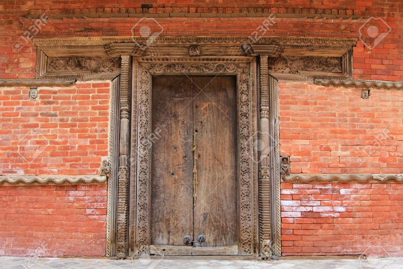KATHMANDU, NEPAL - APRIL 2014: Komplizierte Und Schöne ...