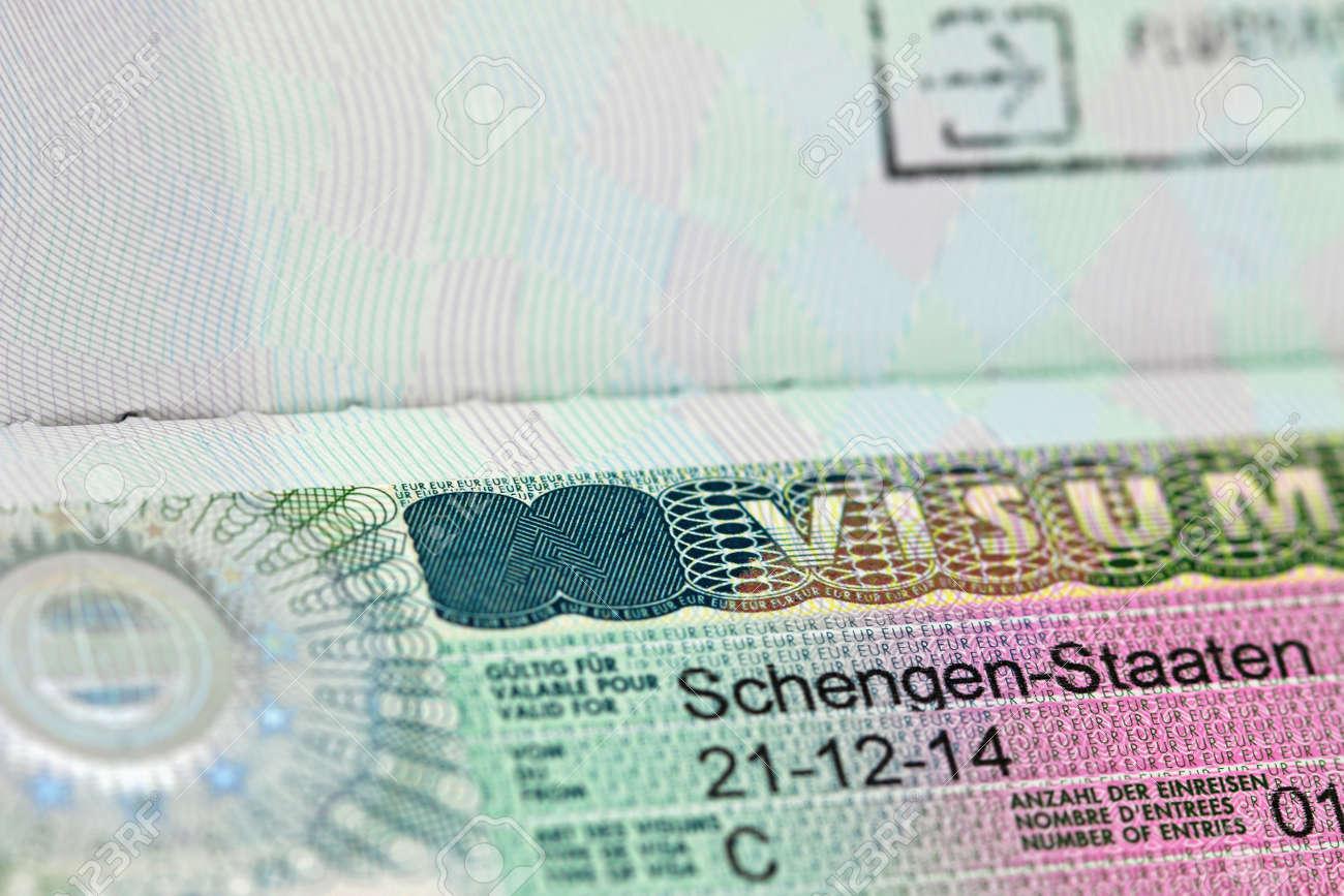 Entzuckend Lieblich Nahaufnahme Des Schengen Visum Nach Österreich Deutschland Mit  Flachem DOF Standard Bild 41363436