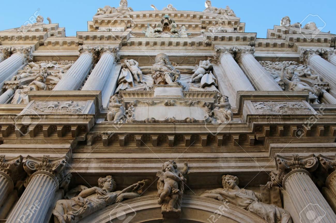 Los detalles de los ángeles en la iglesia de Santa Maria del Giglio Santa  María Zobenigo en Venecia, Italia el 14 de septiembre, el 2014