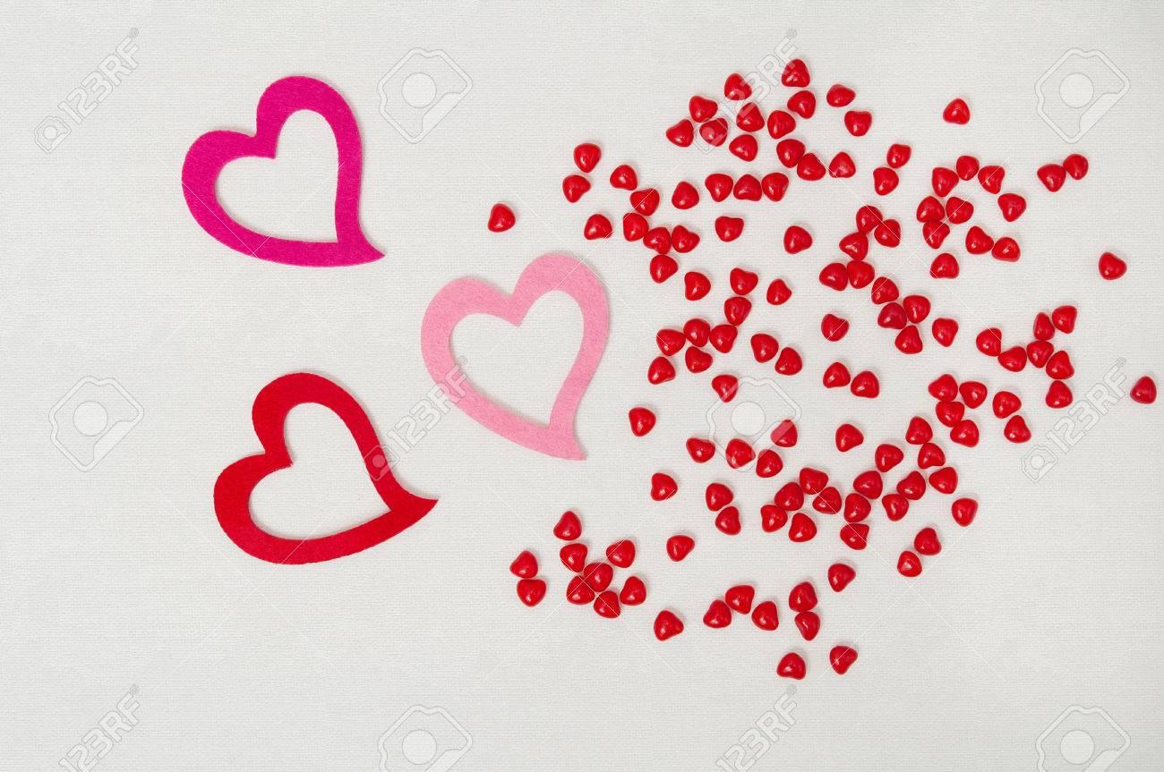 Tres Corazones De Color Rosa Y Rojo San Valentín En Un Fondo ...