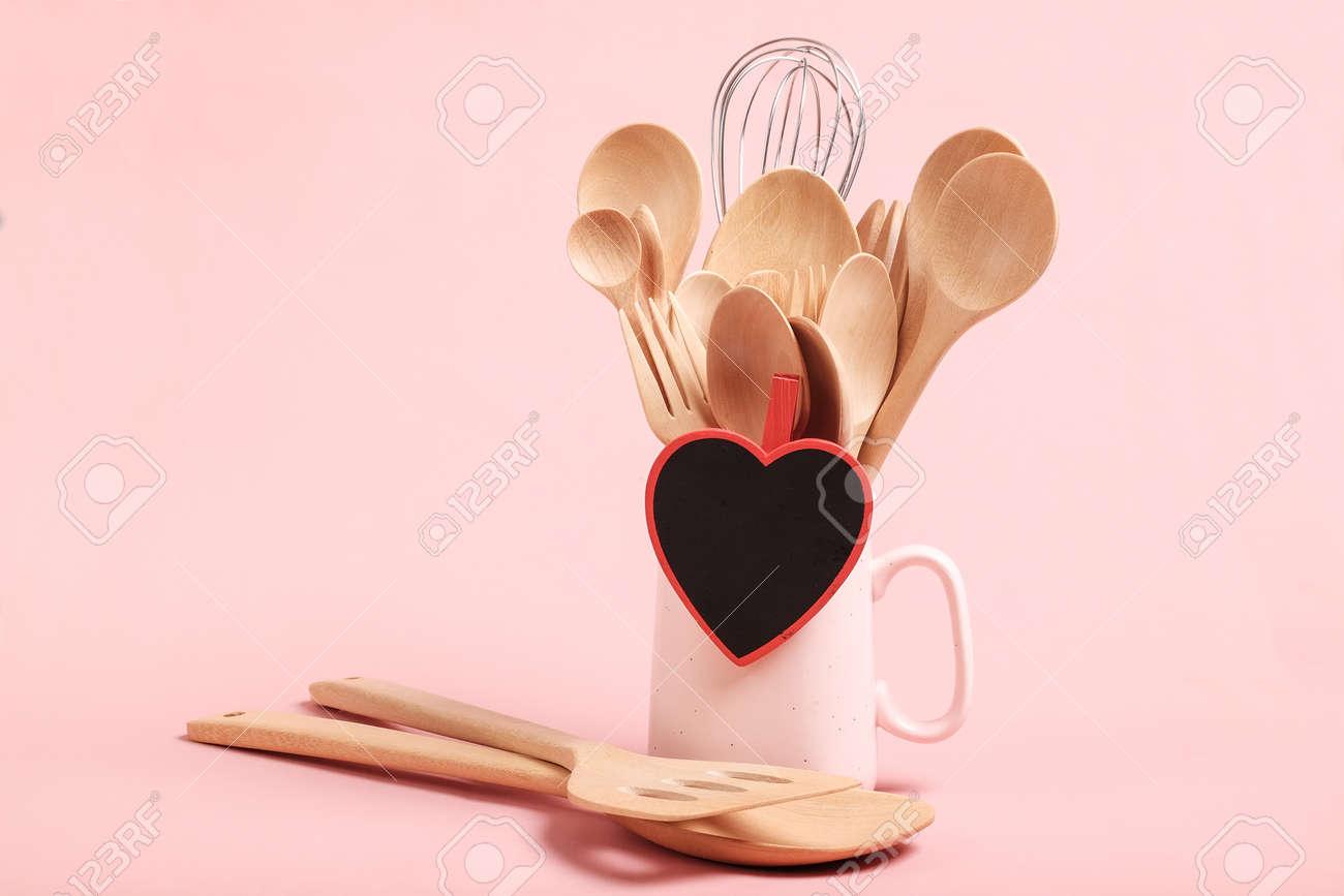 Concept D Amour Et De Cuisson Ustensiles De Cuisine En Bois