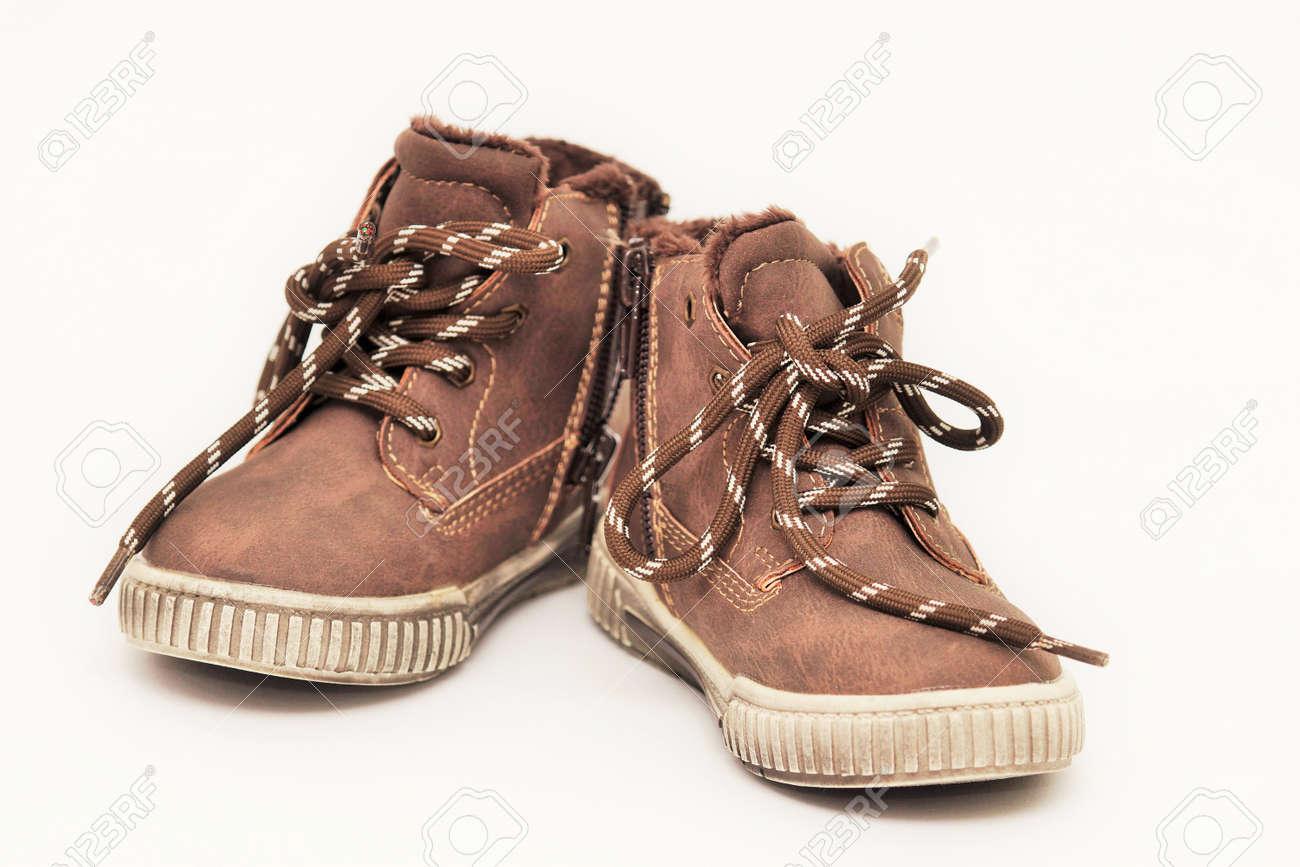 Nieuwe Kinderschoenen.Nieuwe Kinderschoenen Geisoleerd Op Een Witte Achtergrond Royalty
