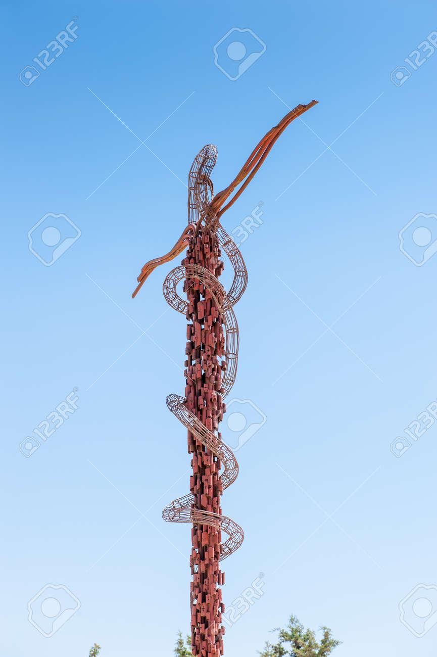 91868669-serpent-en-bronze-de-mo%C3%AFse-mont-n%C3%A9bo croix dans Communauté spirituelle