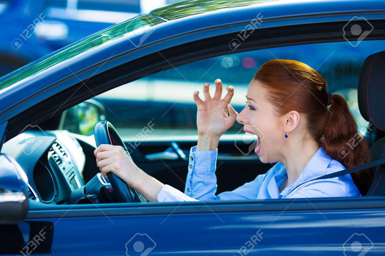 Car driv piss road