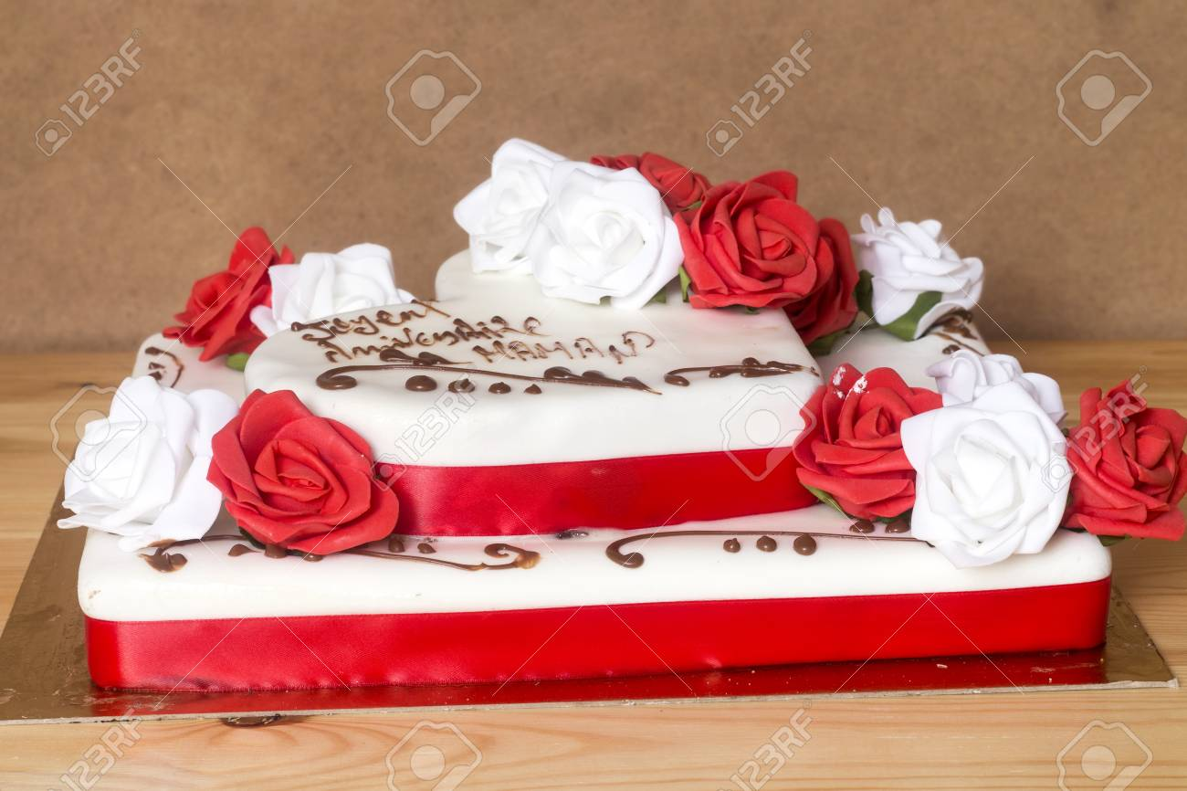 Outstanding Beautiful And Delicious Cake With Happy Birthday Mom Text Personalised Birthday Cards Arneslily Jamesorg