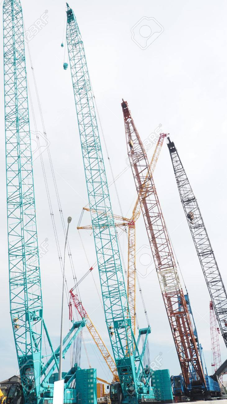 Largest Lifting Height Crawler Crane on sale many color