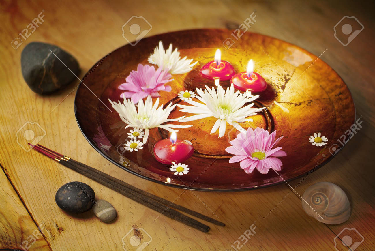 Decorative bowl for aromatherapy wellness, ZEN or whatever Stock Photo - 19019783