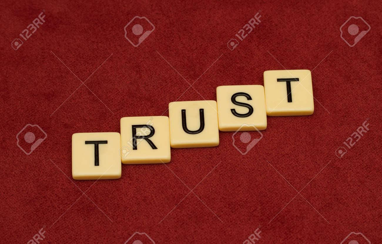 Segno di fiducia concetto di lealtà piastrelle in avorio con