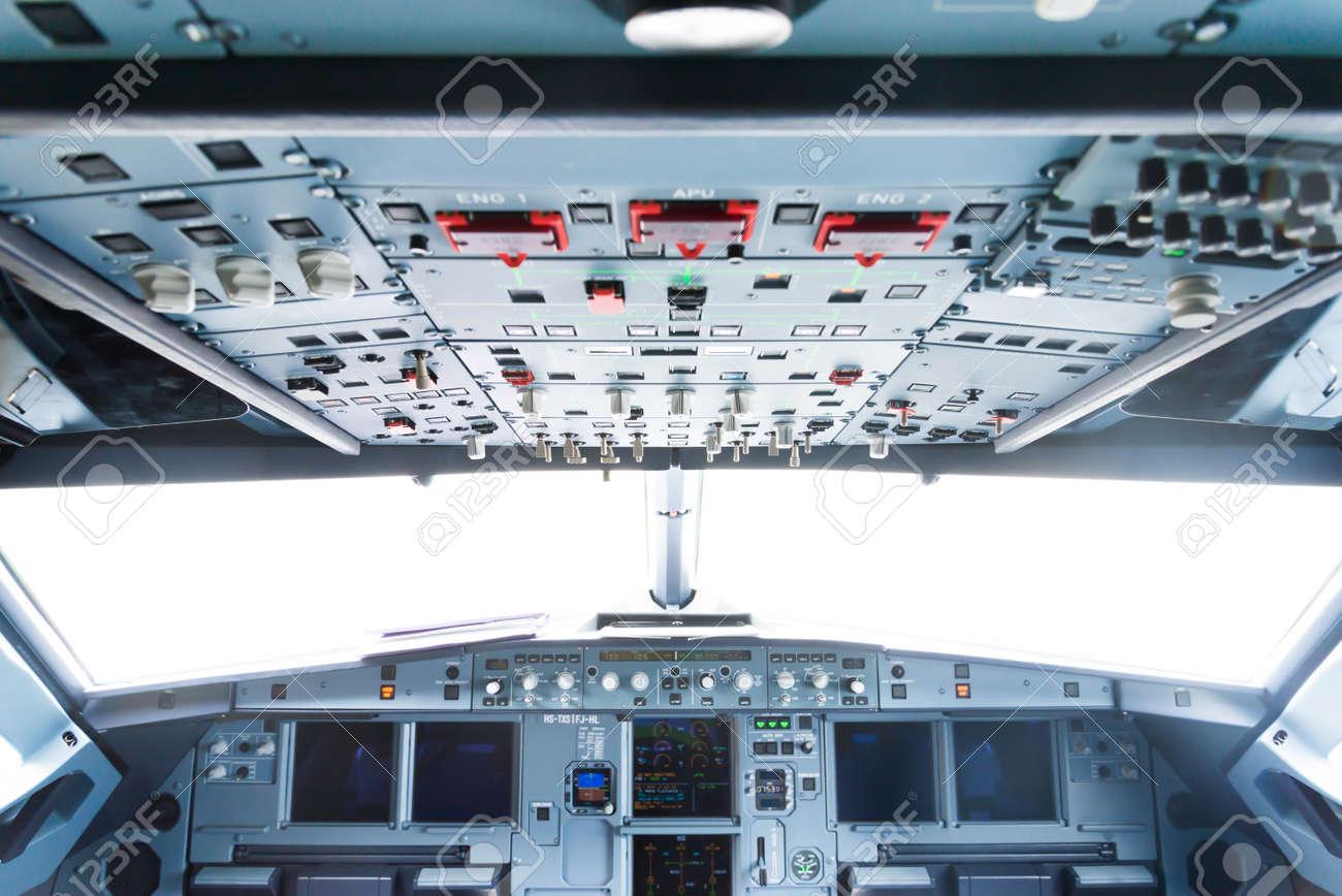thalande juin 2015 airbus a320 lintrieur du cockpit et vue de