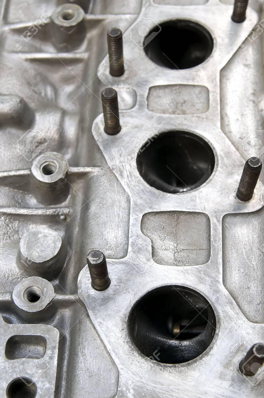 Ein Teil Der Auto-Motor, Löcher Für Abgasstroms Kopf Lizenzfreie ...