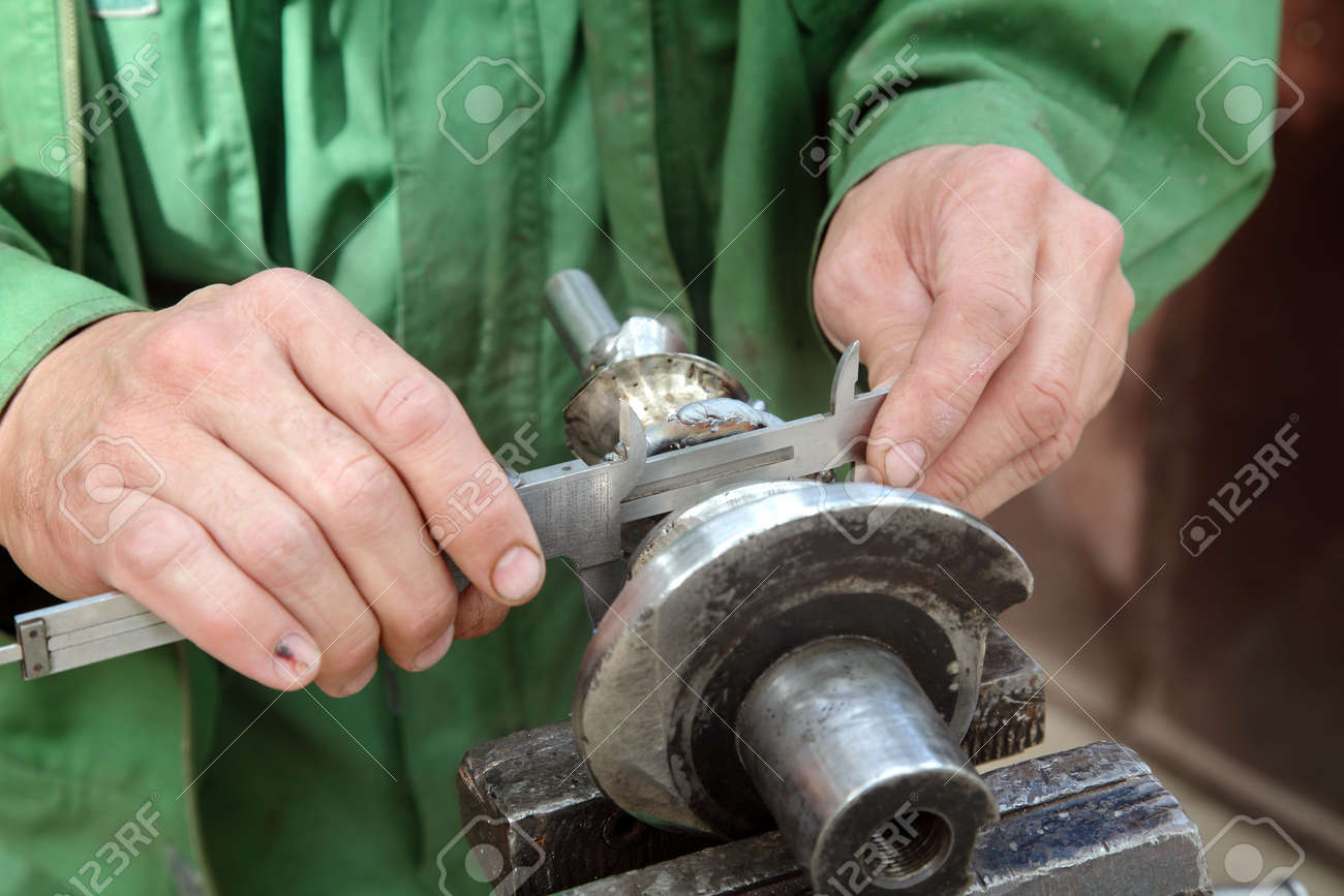 Close up of steel helicoid shaft measuring with caliper Stock Photo - 15605818