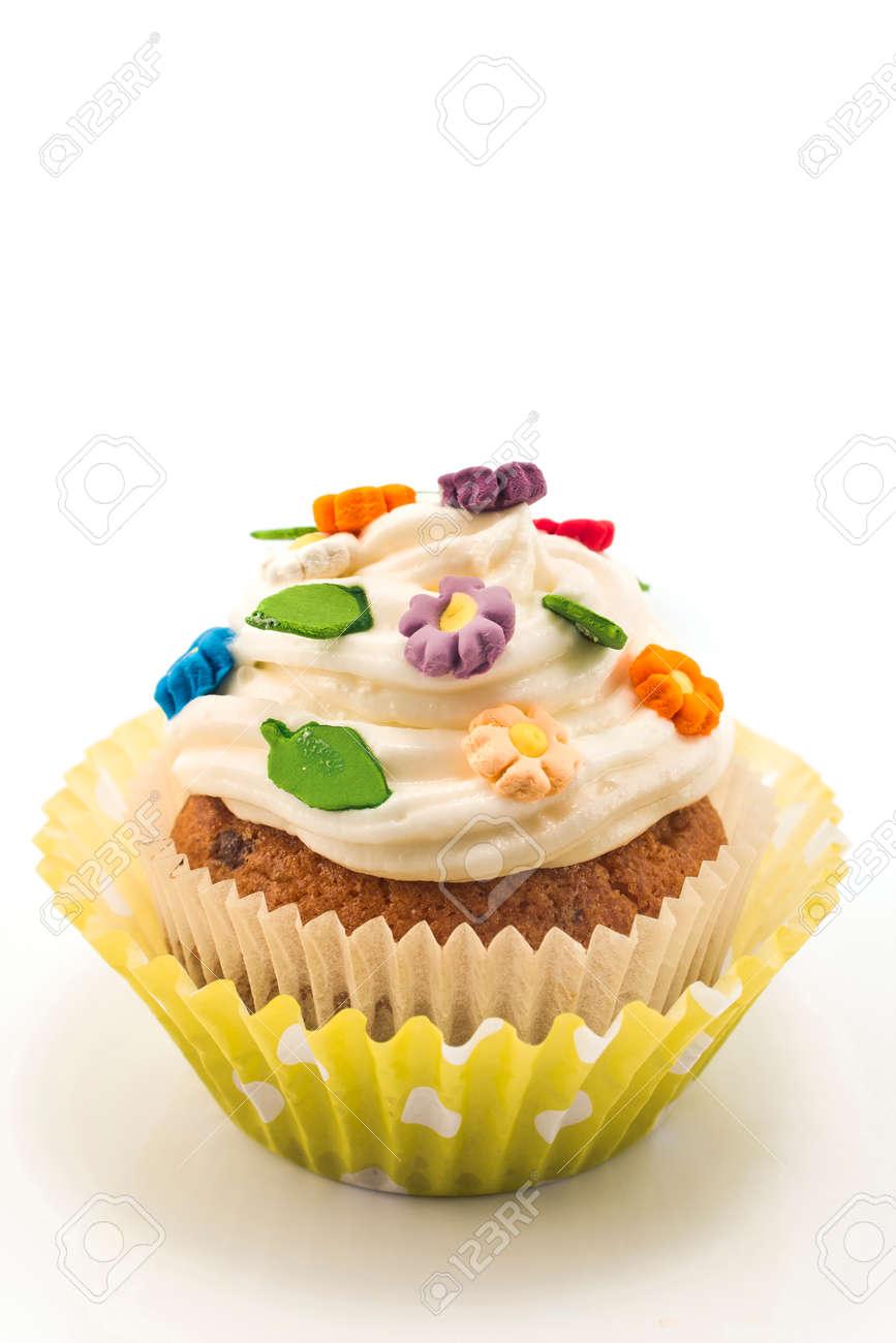Kuchen Dekoration Mit Blumen Isoliert Auf Weiss Lizenzfreie Fotos
