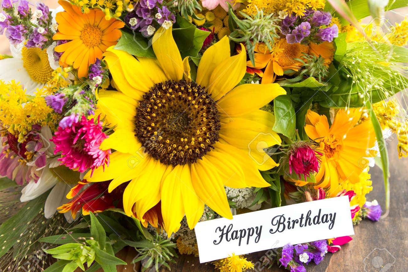 Carte De Joyeux Anniversaire Avec Bouquet De Fleurs D Ete Banque D
