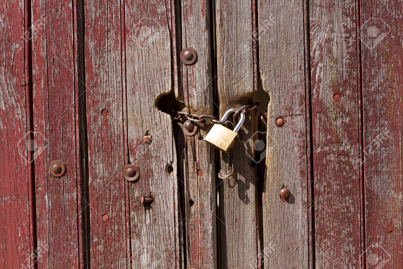 Old vintage door with lock, and keyhole Stock Photo - 23122222