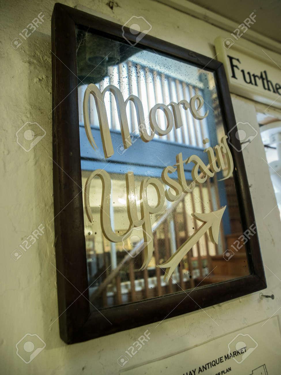 Marrón Espejo Con Marco De Madera Con Pintada En Letras Cursivas ...