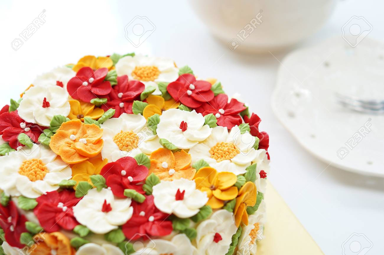 Surprising Birthday Cake With Summer Flowers On White Background And Personalised Birthday Cards Bromeletsinfo