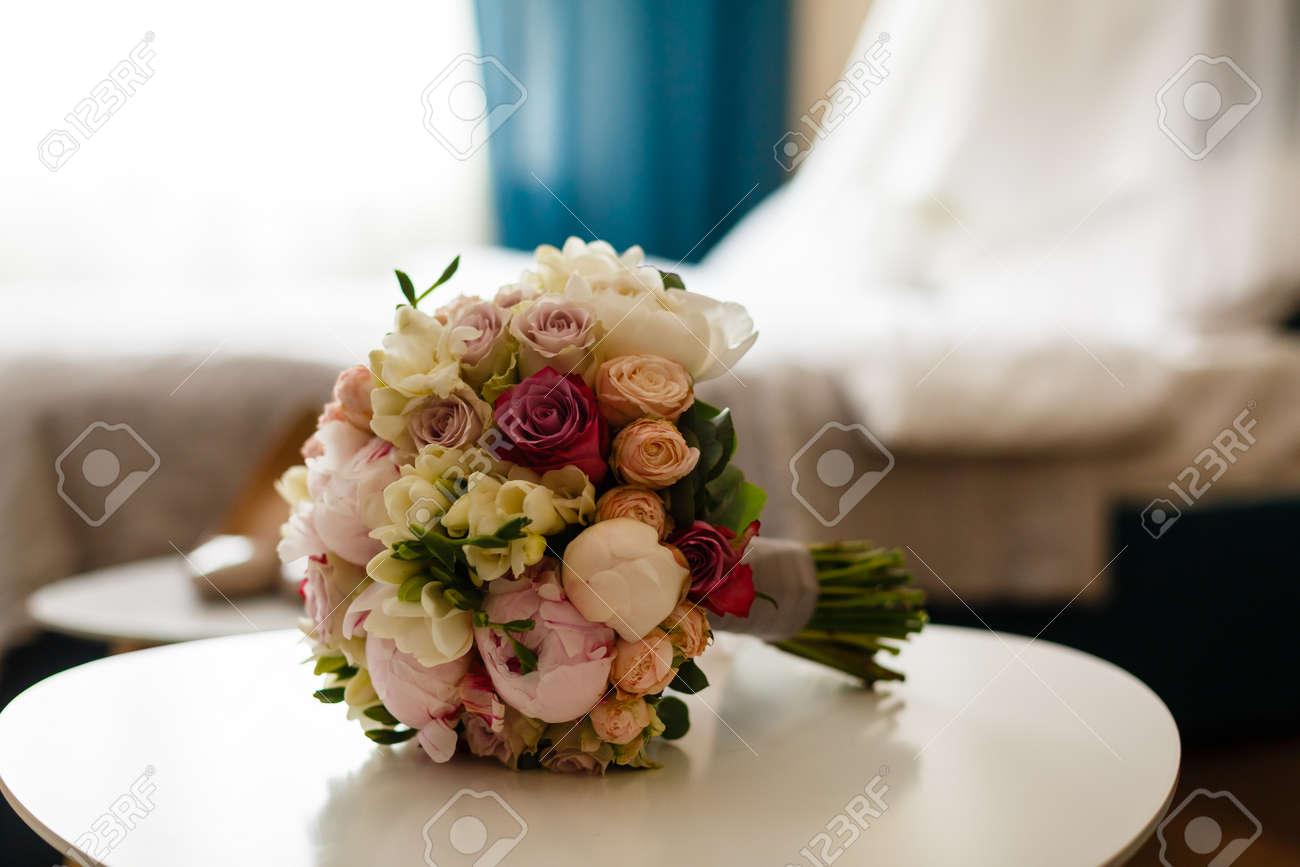 Hochzeitsstrauss Rosa Rosen Und Pfingstrose Lizenzfreie Fotos Bilder