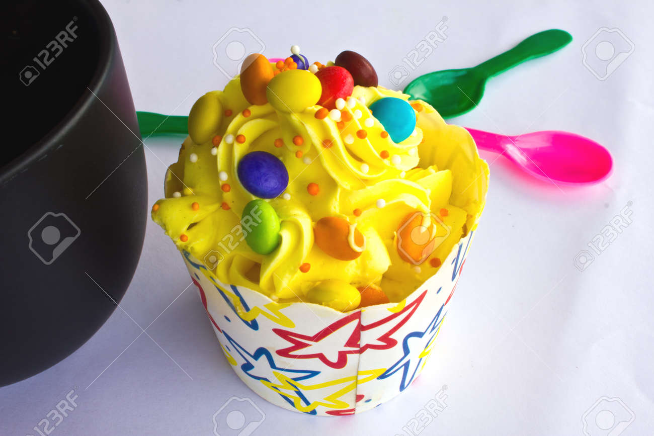 colorful of Cupcake selection Stock Photo - 15349989