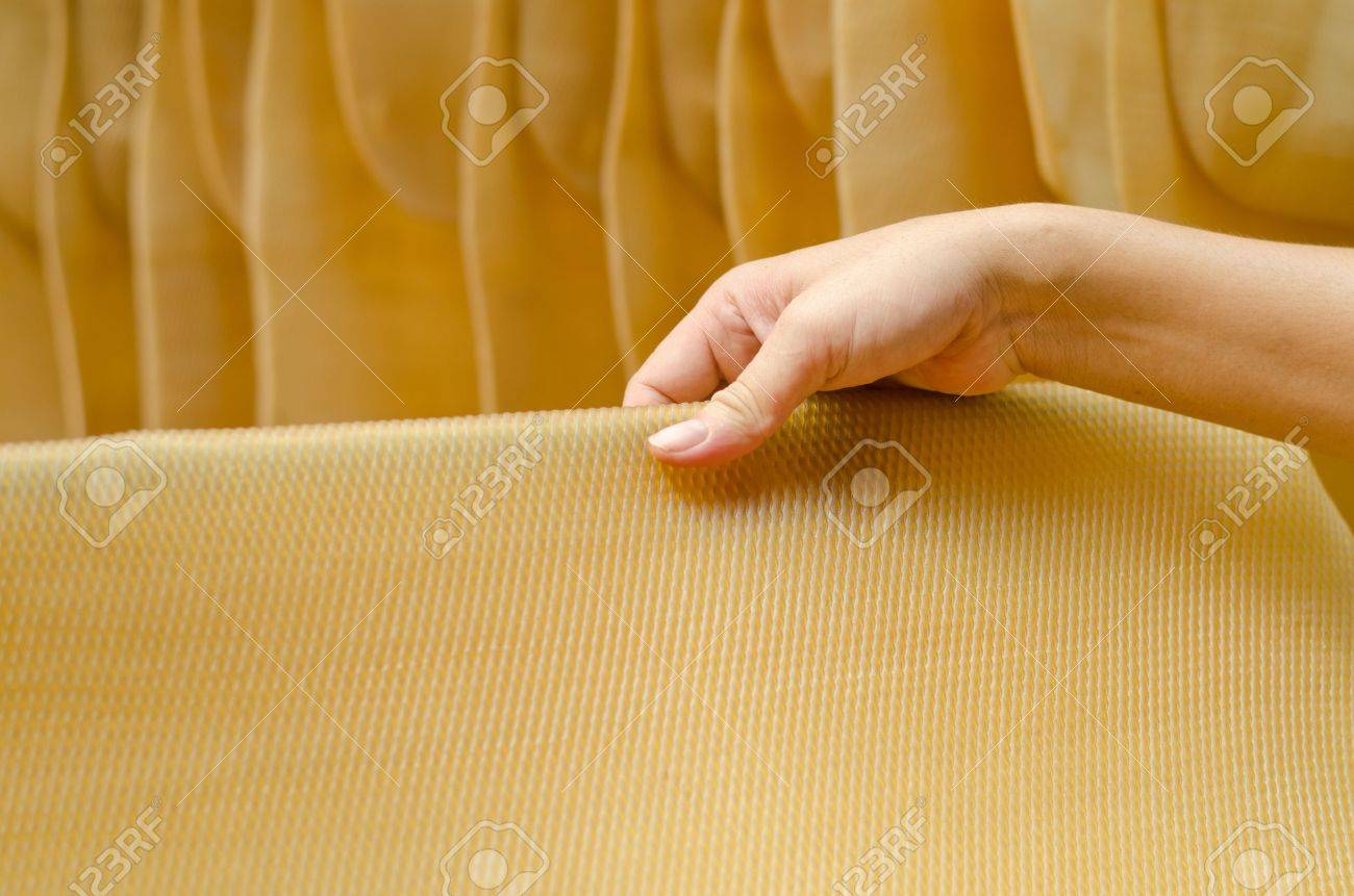 Para rubber  natural rubber  sheet with hand Stock Photo - 15528101