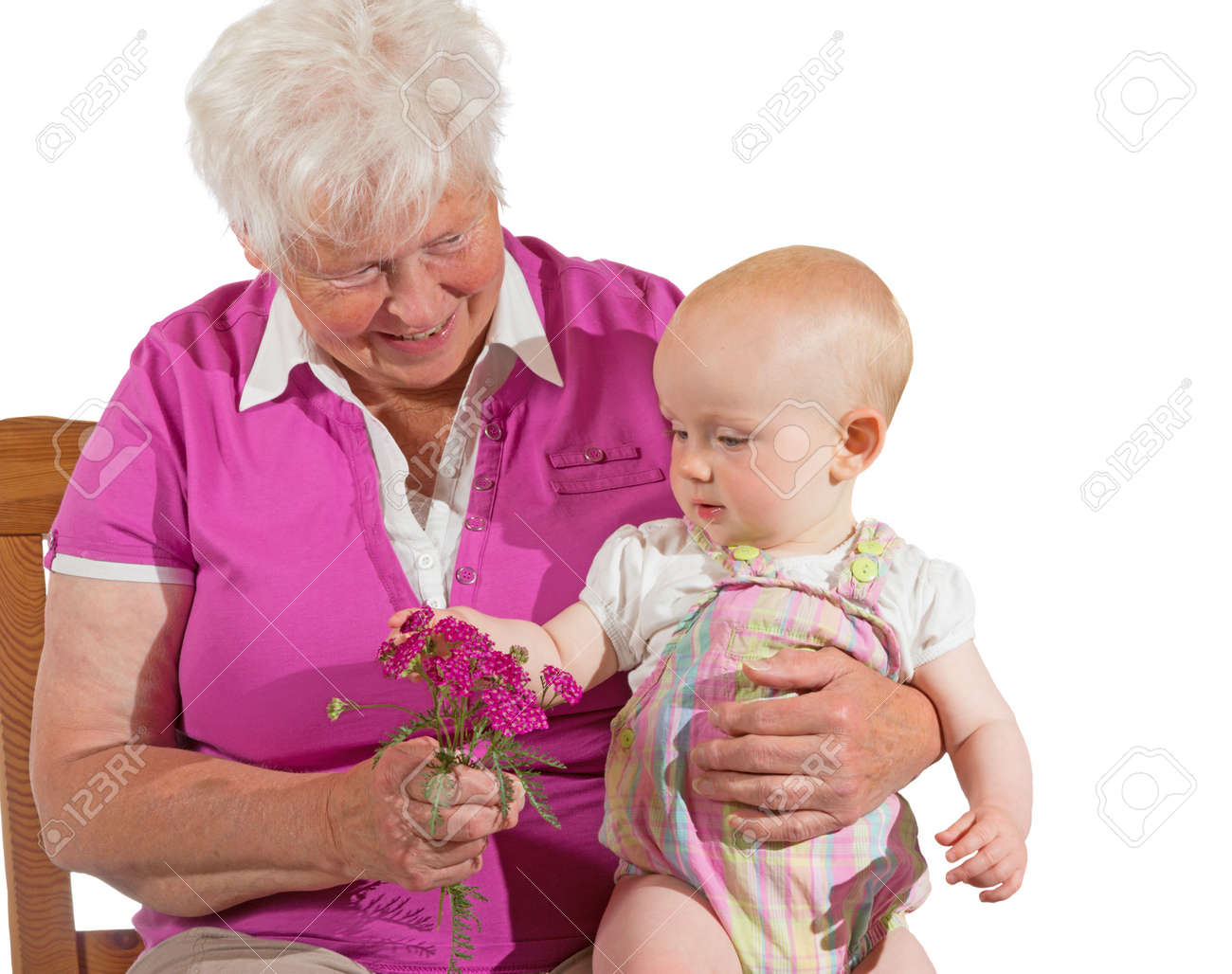 Neugierig Kleine Babysitter Zufrieden Auf Ihre Großmutter Auf Den ...