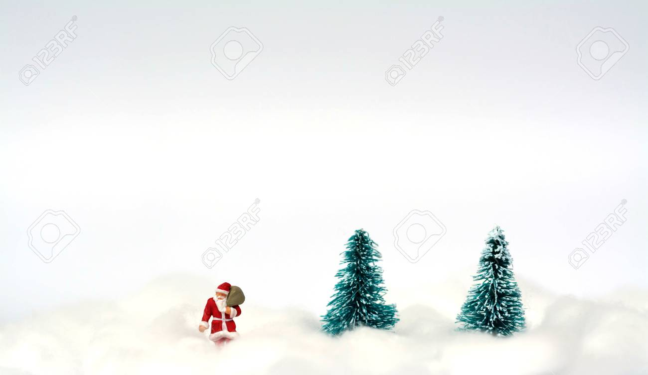 Figura Miniatura De Santa Claus Y árboles De Navidad Artificiales ...