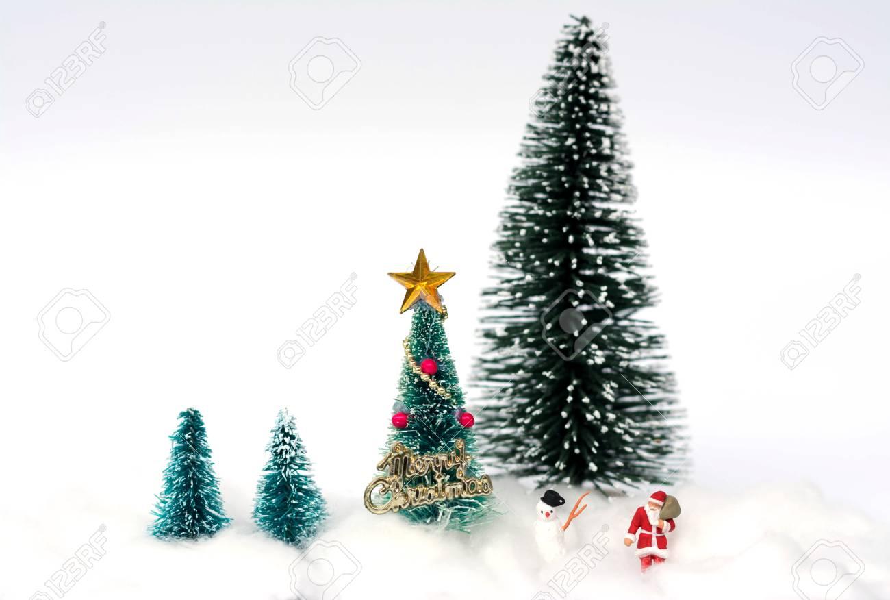 Figura Miniatura De Santa Claus, Muñeco De Nieve Y árboles De ...
