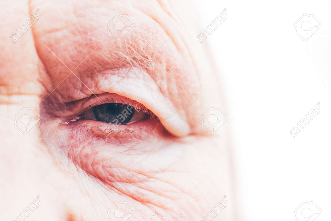 Close-up. Woman aged. Eye in the center of the frame. The pupil has soft focus, the concept of poor eyesight, everything is blurry. - 138706406