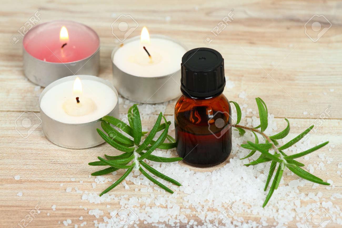 huile de romarin bio fait maison. remède naturel, huile, bougies et