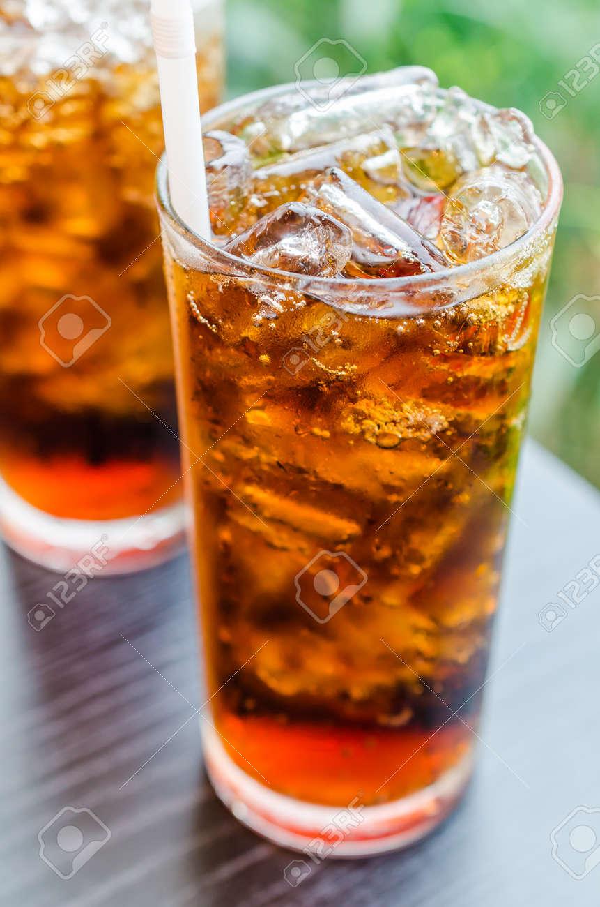 Coke with ice in glass Standard-Bild - 21197049