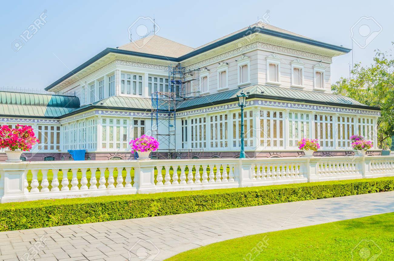 Schönes Haus Außen Lizenzfreie Fotos, Bilder Und Stock Fotografie ...