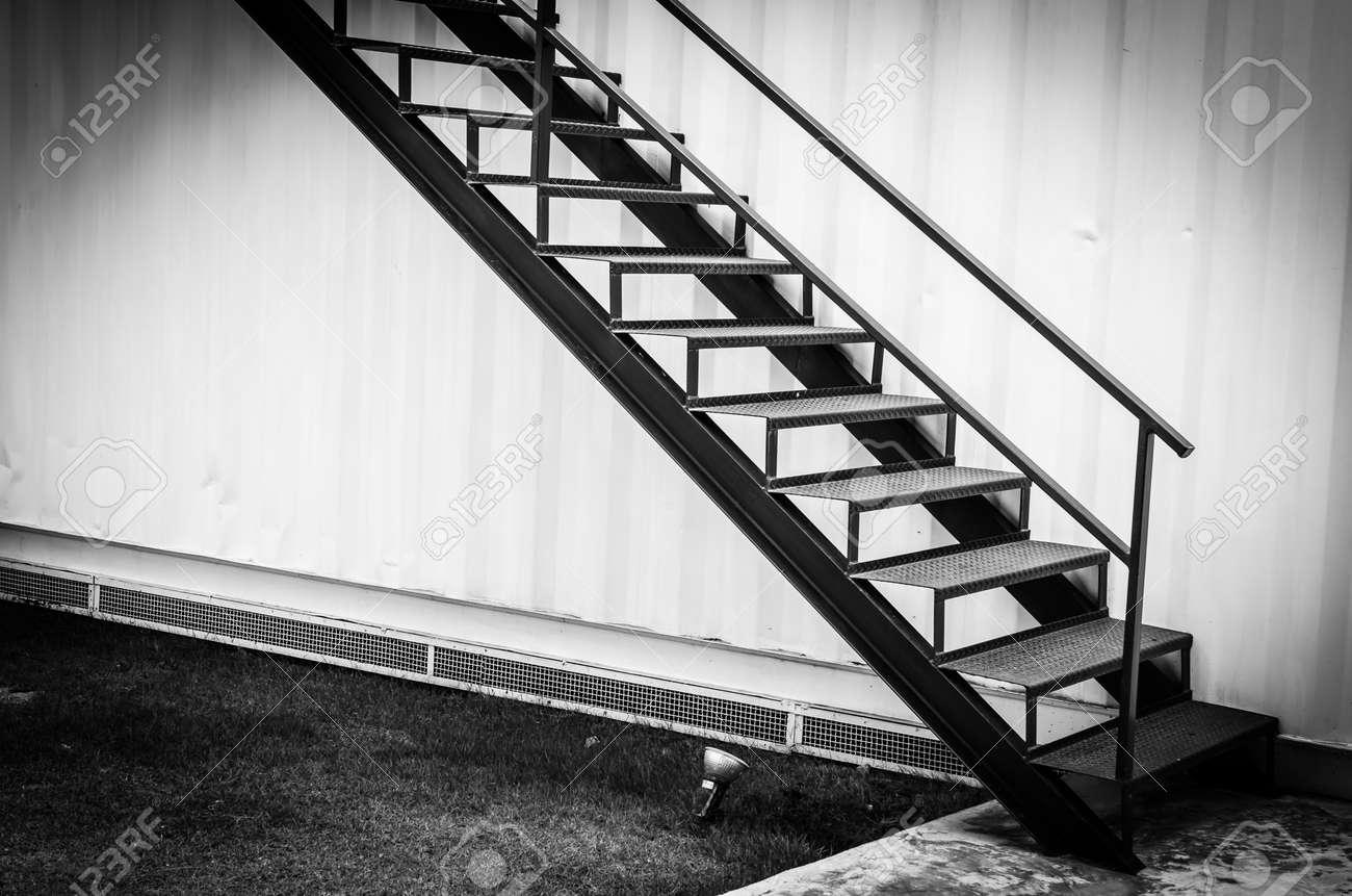 Noir Escalier Metallique Banque D Images Et Photos Libres De Droits