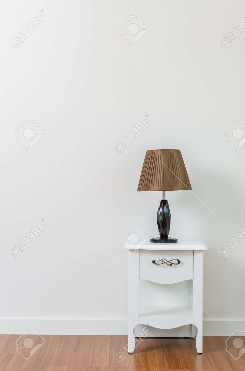Lampe Sur La Table De Chevet Salle Interieure Banque D Images Et