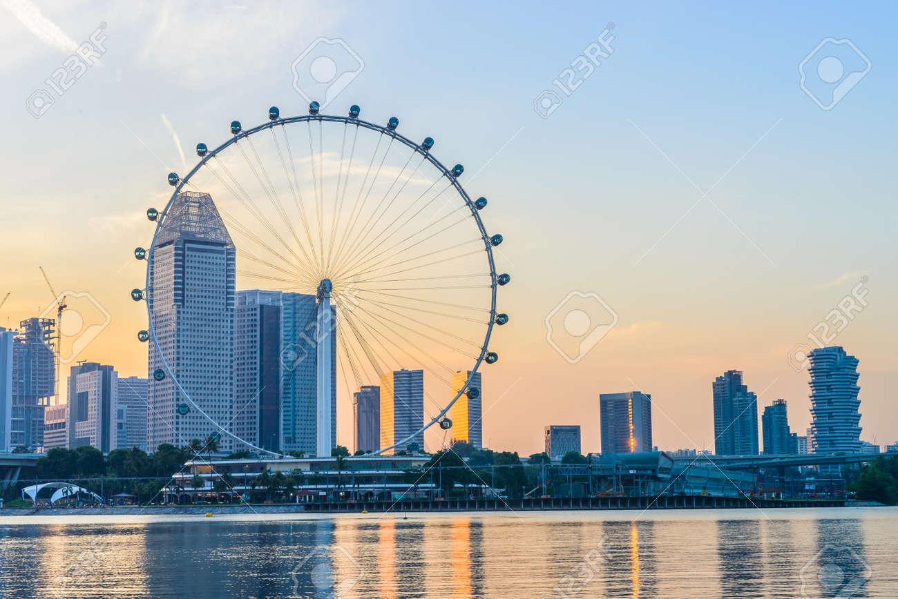 Singapur 23 De Junio A Una Altura De 165m Singapore Flyer Es El