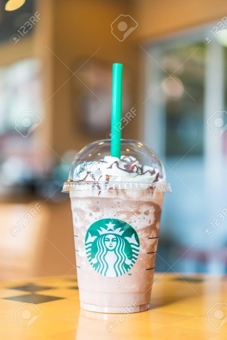 BANGKOK, THAILAND 30. OKTOBER: Frappuccino Schokolade Blended ...