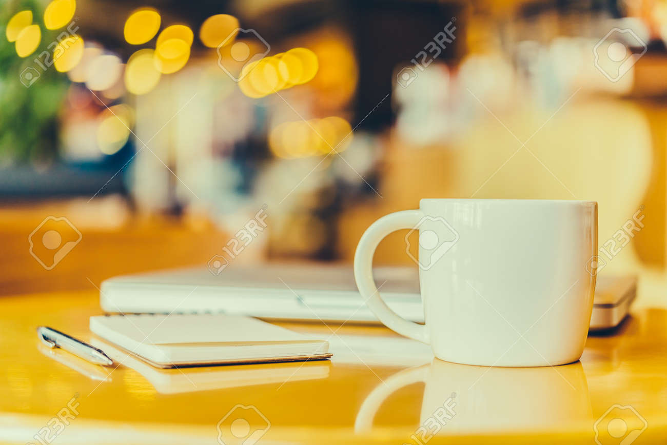 Office desk with coffee cup - Vintage effect style pictures Standard-Bild - 34633816