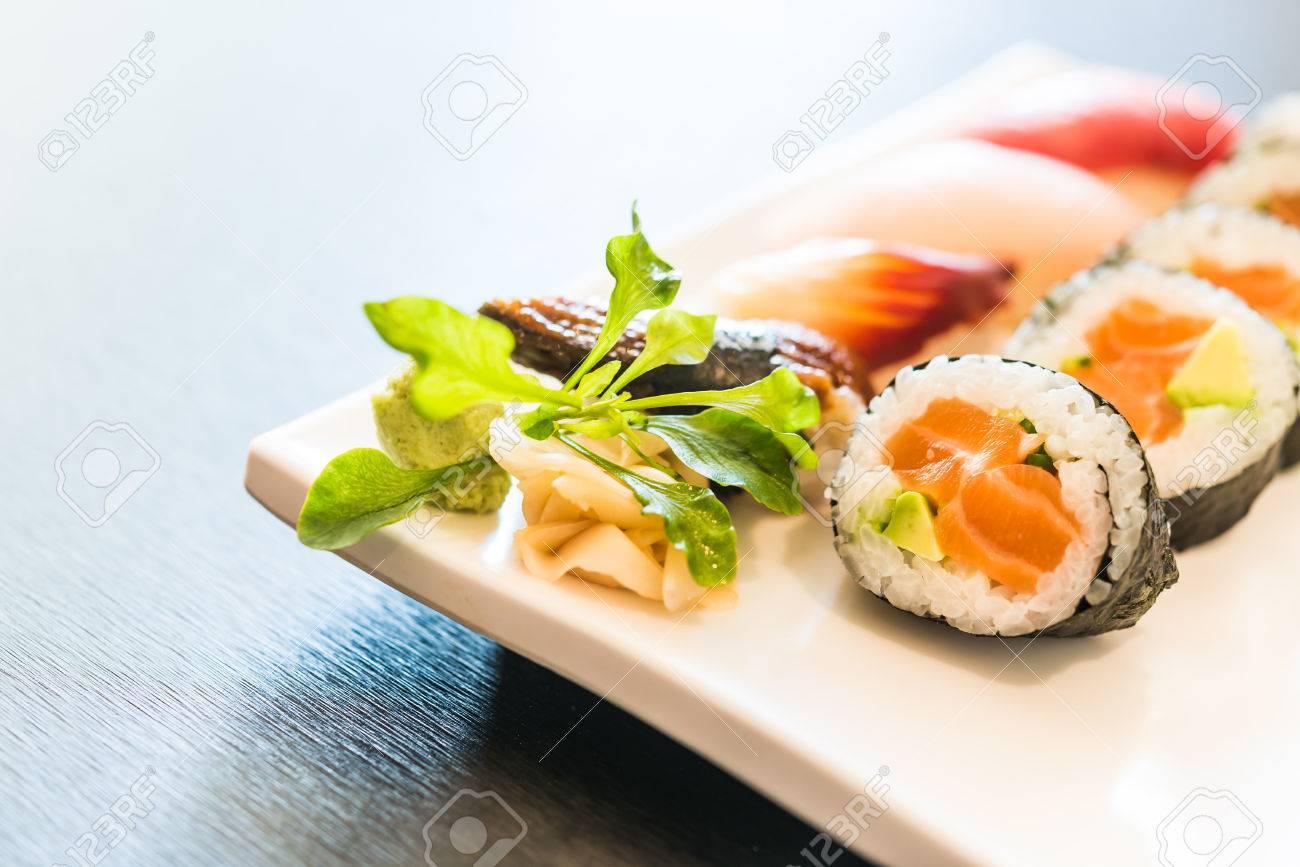 sushi rollo de arroz estilo de comida japonesa punto de enfoque selectivo foto de archivo