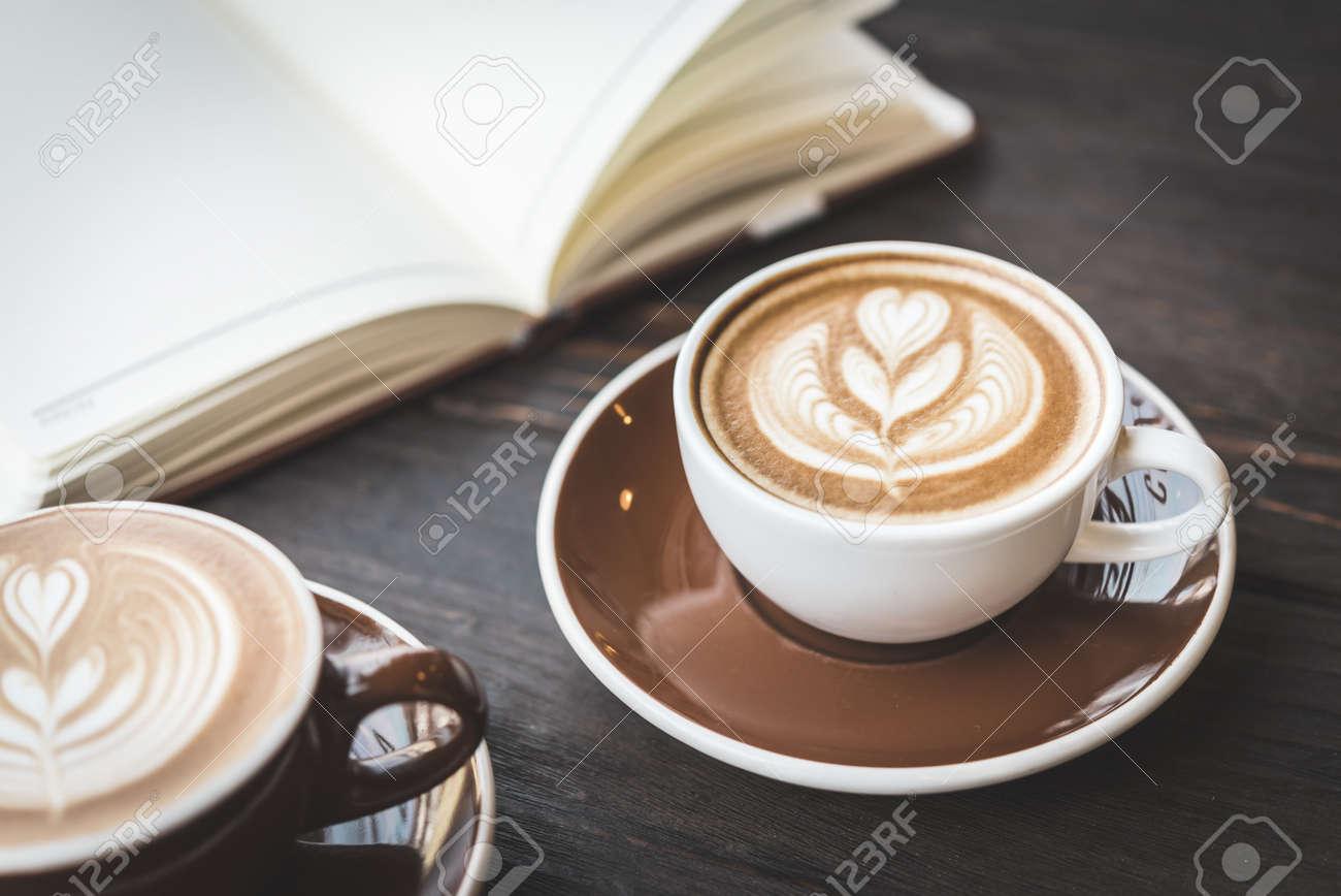 Soft focus on latte coffee cup - vintage effect process pictures Standard-Bild - 37965081