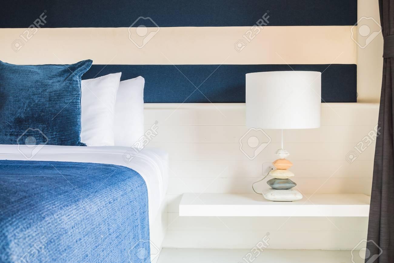 Vintage Slaapkamer Lampen : Lamp in luxe hotel slaapkamer vintage film tooneffect stijl