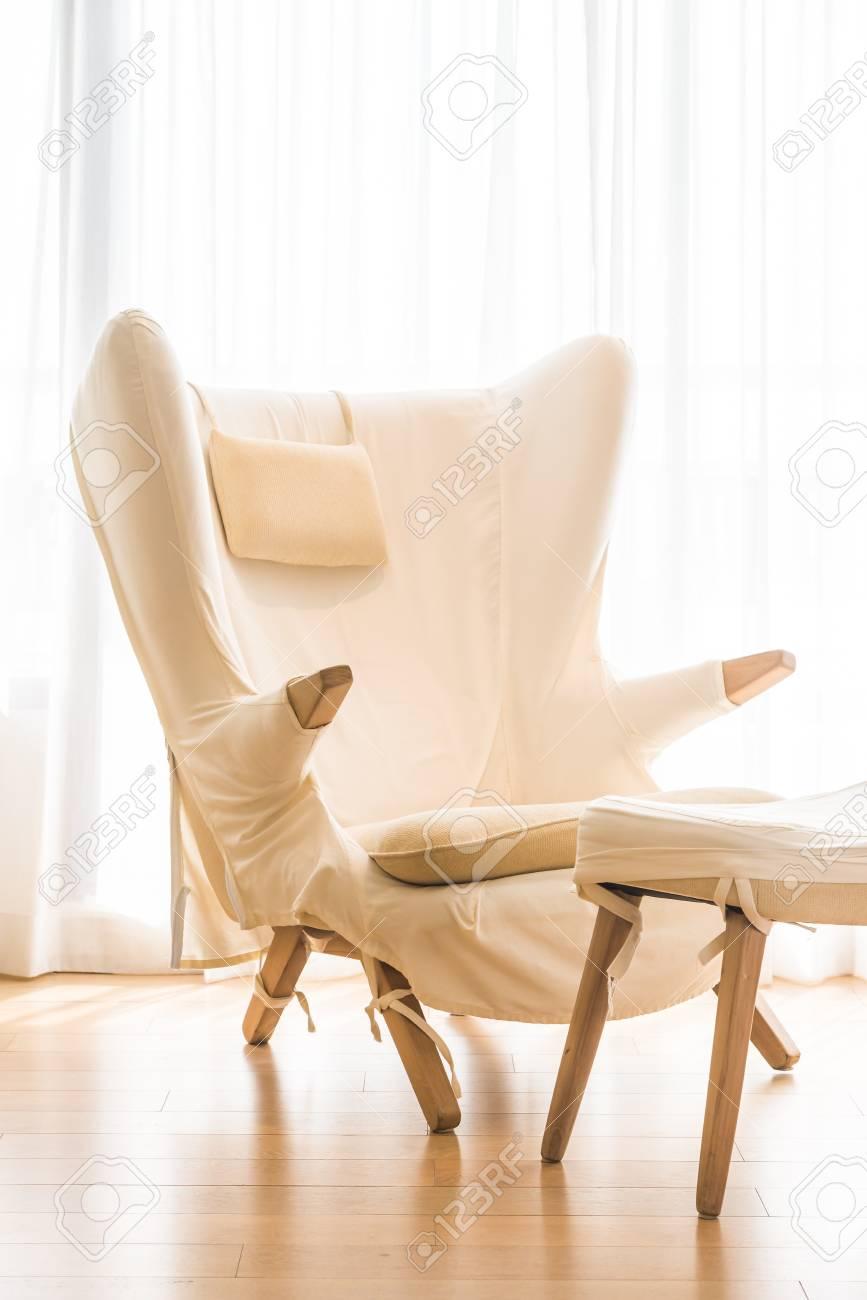 Weinlese-weißen Sofa Innendekoration Im Wohnzimmer Lizenzfreie Fotos ...