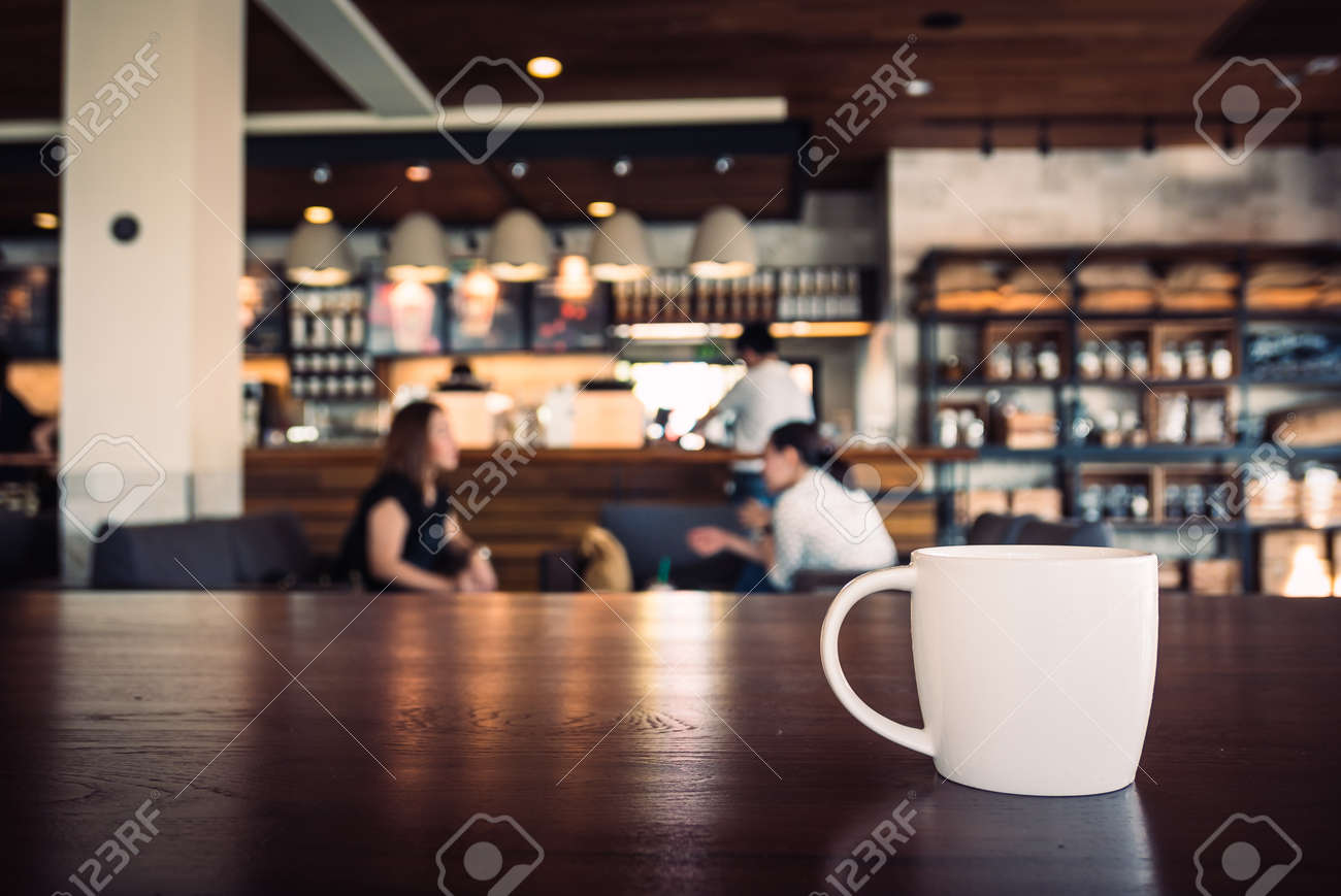 Selective focus point on White coffee cup in shop - vintage filter effect Standard-Bild - 41850003