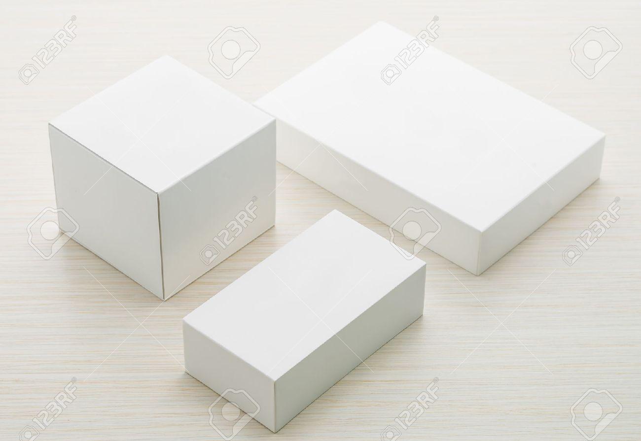 White boxes mock up on wooden background Standard-Bild - 42234434