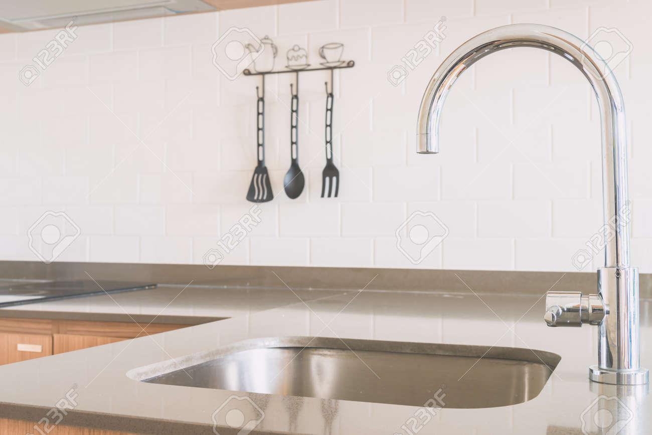 Wasserhahn Waschbecken In Küche - Jahrgang Licht-Ton-Filter ...