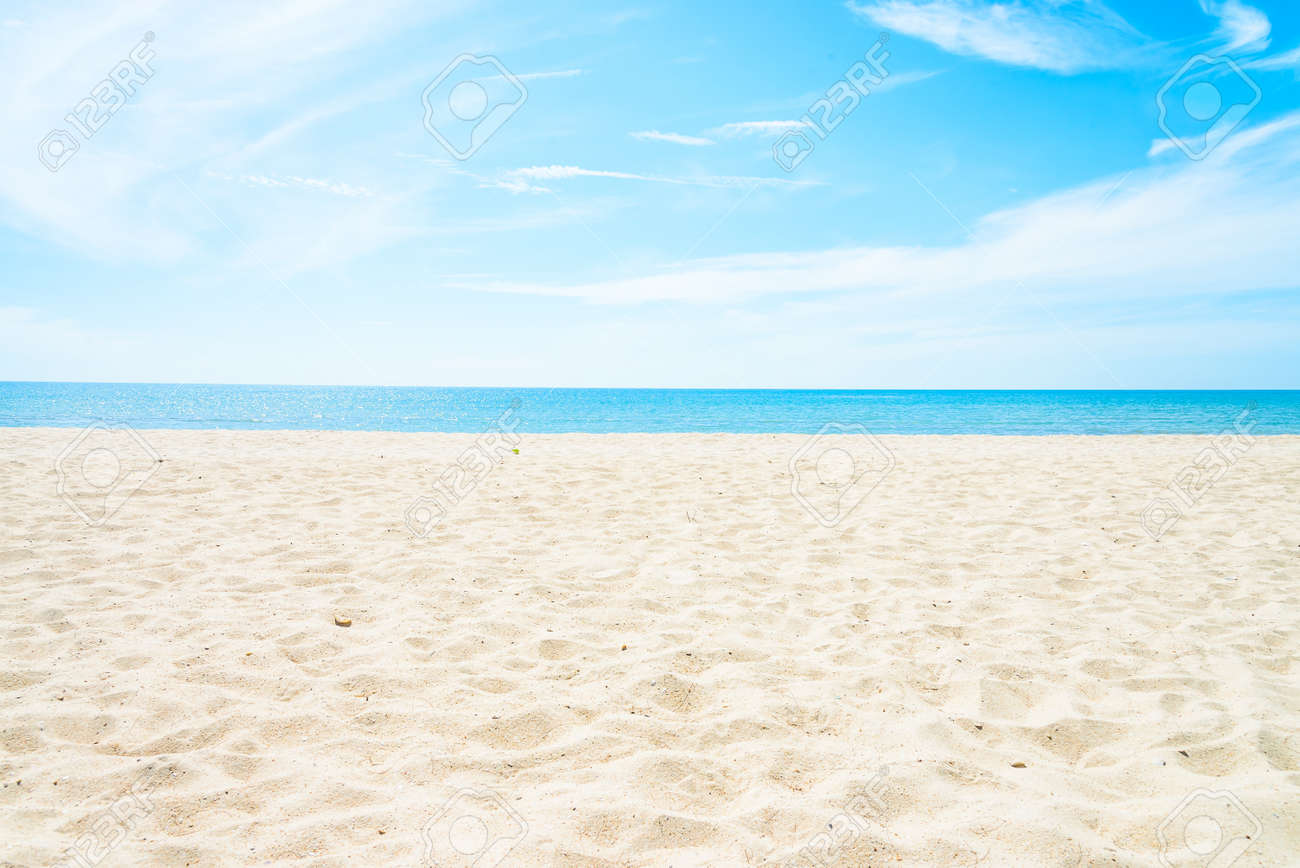 Empty sea and beach background with copy space Standard-Bild - 44460261