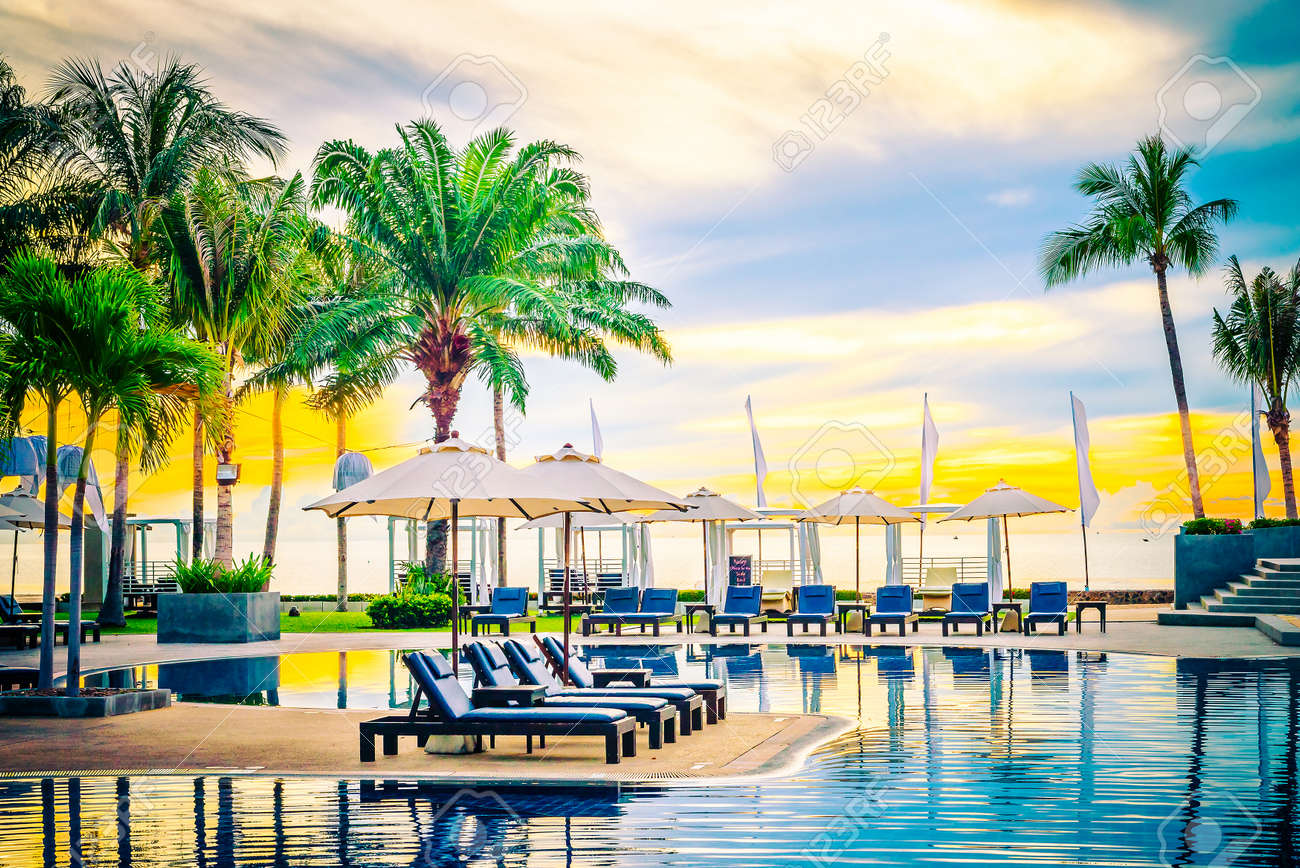 Umbrella in the luxury hotel pool resort at sunrise times - Vintage filter processing style pictures Standard-Bild - 46144816