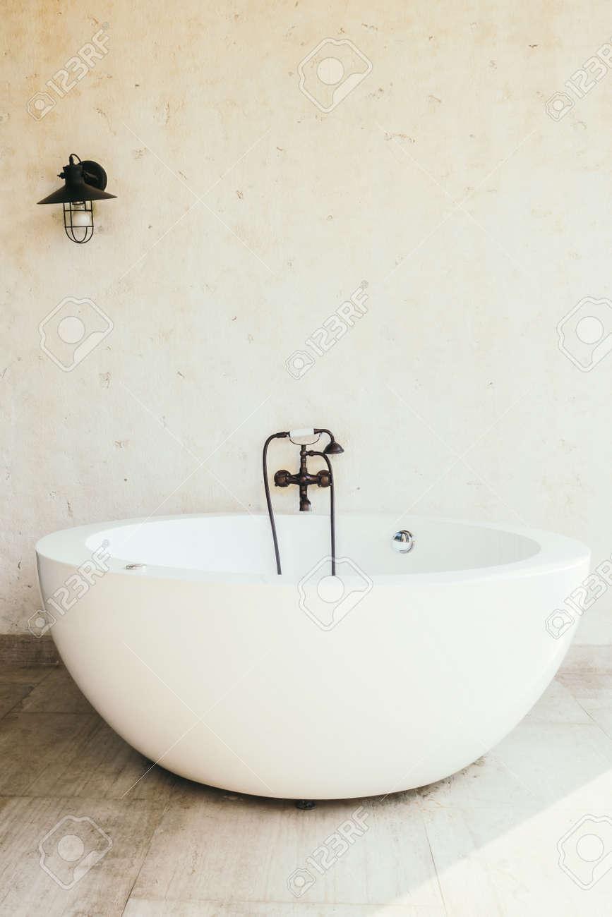 Immagini Stock Bella Lusso Vasca Da Bagno Decorazione Interni