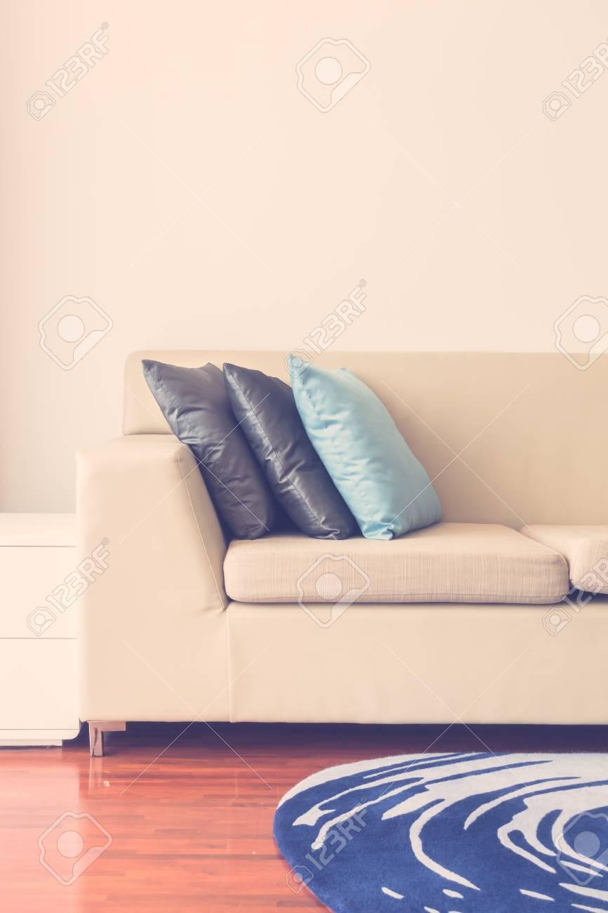 Schöne Luxus Kissen Auf Dem Sofa Dekoration Im Wohnzimmer Innenraum    Vintage Lichtfilter Standard