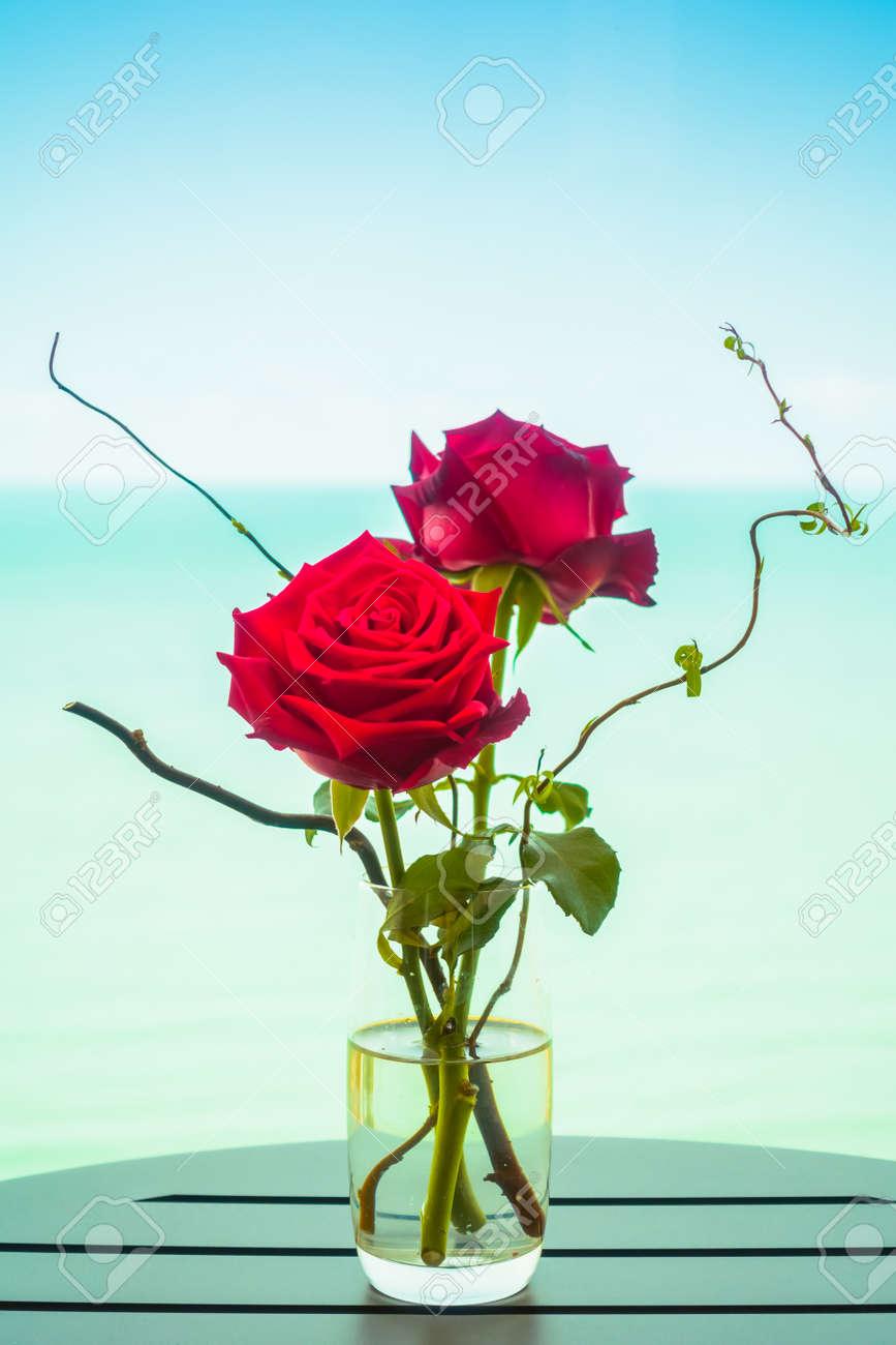 Immagini Stock Rosa Fiori In Vaso Con Sfondo Del Mare Boost Fino