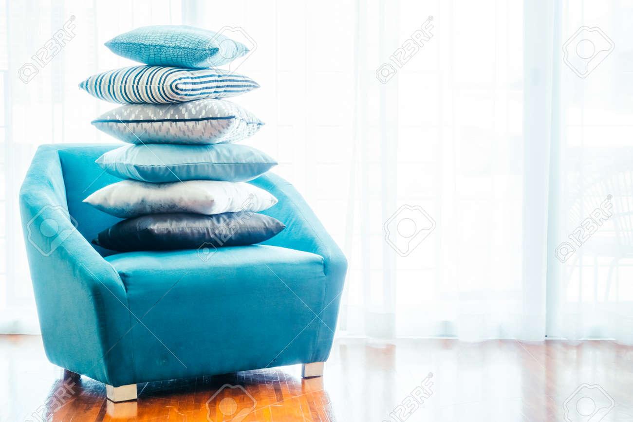 Schöne Luxus Kissen Auf Dem Sofa Dekoration Im Wohnzimmer Unter Für Den  Hintergrund   Vintage