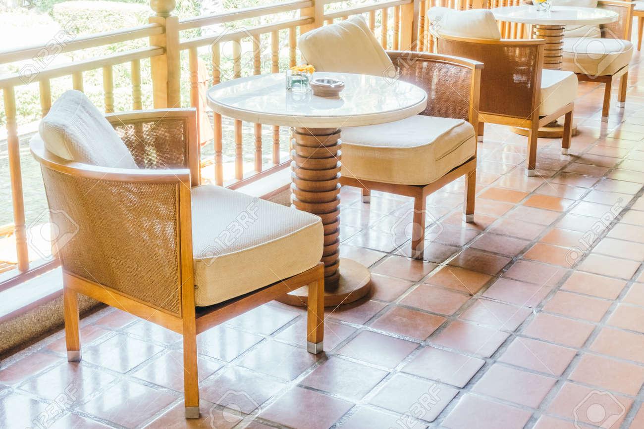 Kissen Auf Sofa Und Stuhl Dekoration Im Wohnzimmer Interieur
